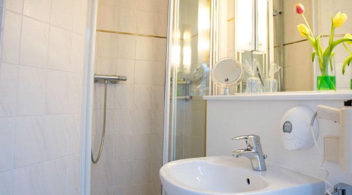 Hotel Schere einzel  Hotel Schere badeinzel